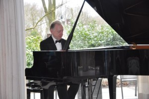 3 De pianist Albert Brussee